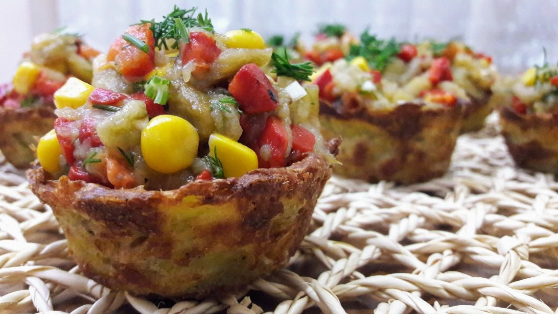 Patates Çanağında Patlıcan salatası ( Eggplant salad in potato dish )