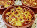 Porsiyonluk Güveçte Beşamel soslu Mantarlı Tavuk Yemeği Tarifi + Beşamel Sos Yapımı ve Tarifi