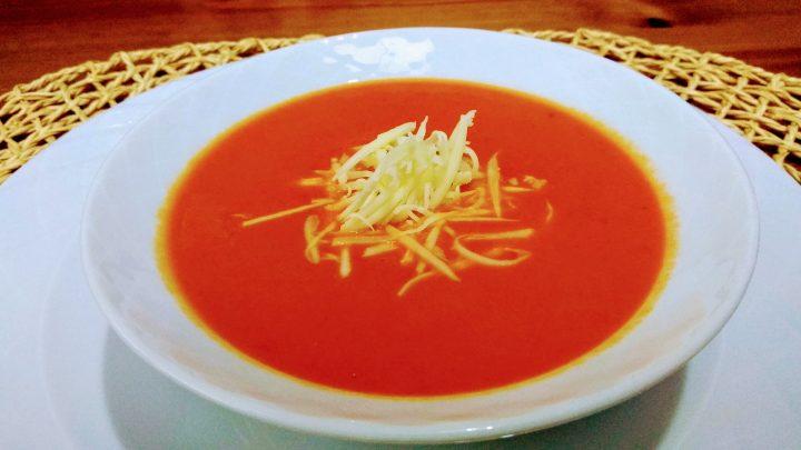 Kışlık Domates Sosundan Nefis Domates Çorbası Tarifi