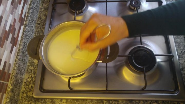 Sütlü Muhallebi Nasıl Yapılır? Muhallebi Tarifi