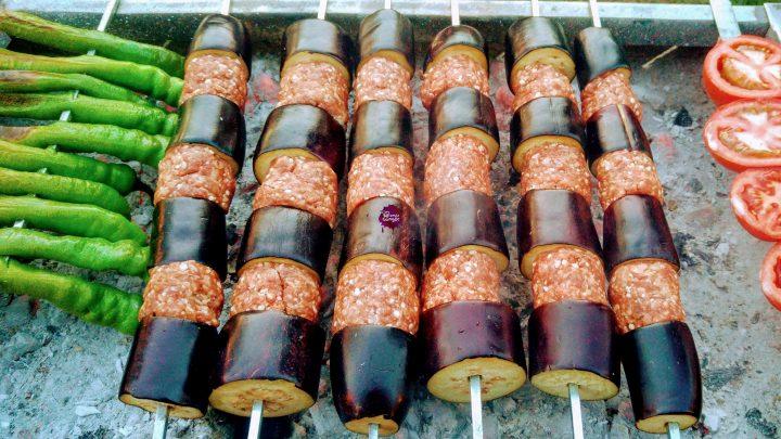 Mangalda Patlıcan Kebabı Hazırlanır